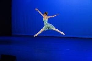 jente danser klassisk ballett
