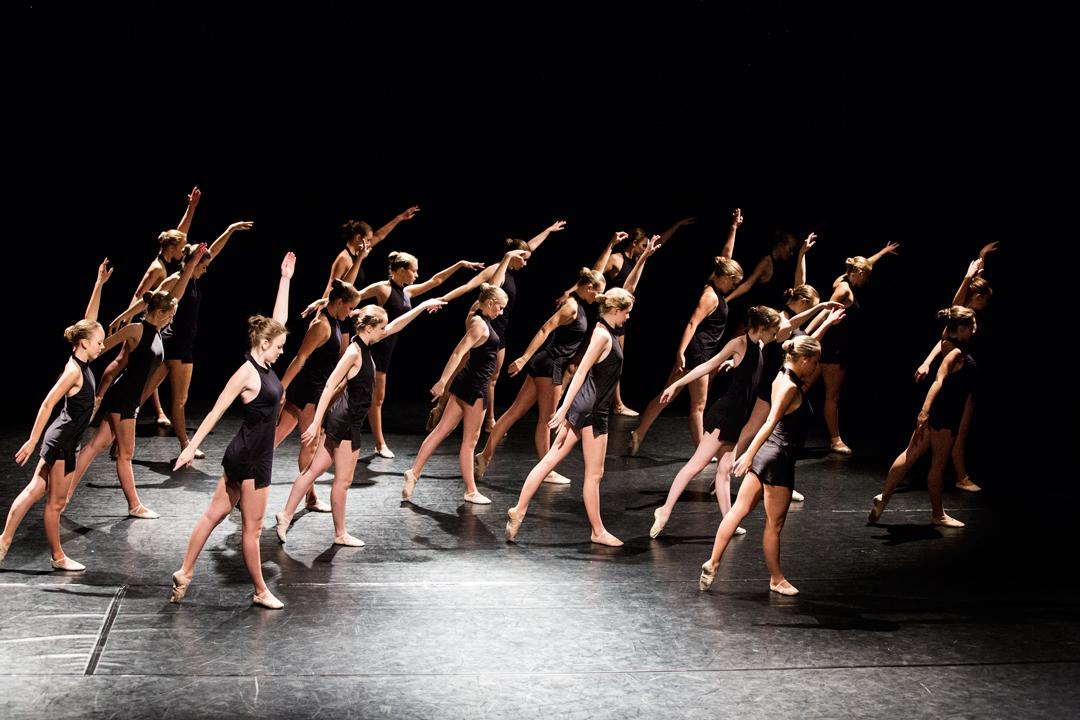 En gjeng med dansere